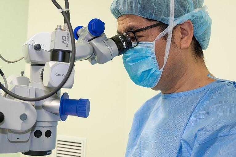 線維柱帯切開術(トラベクロトミー)